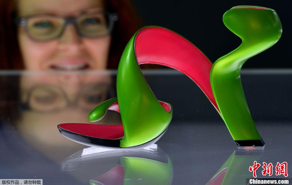 """德国博物馆展出另类鞋子 """"神设计""""挑战传统观念"""