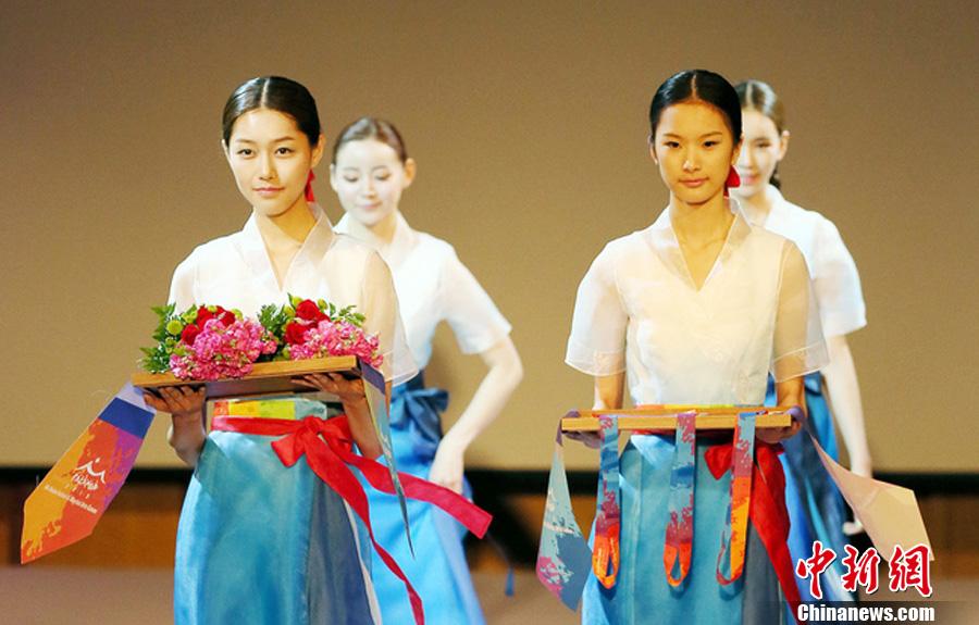 2014仁川亚运会制服展出 蓝白搭配掀起最炫韩