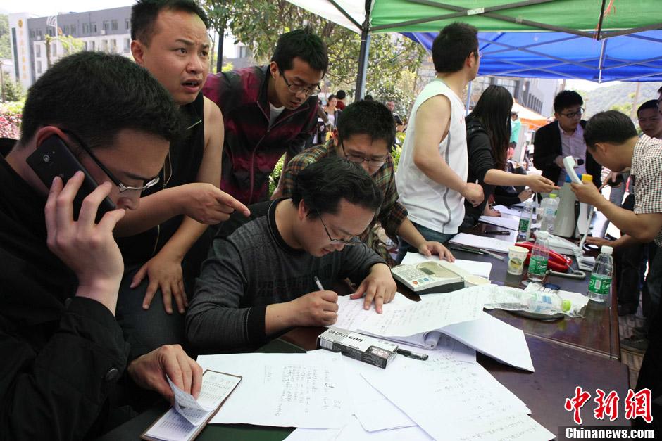 四川雅安芦山县地震灾情回顾 - 人在上海  - 中華日报Chinadaily