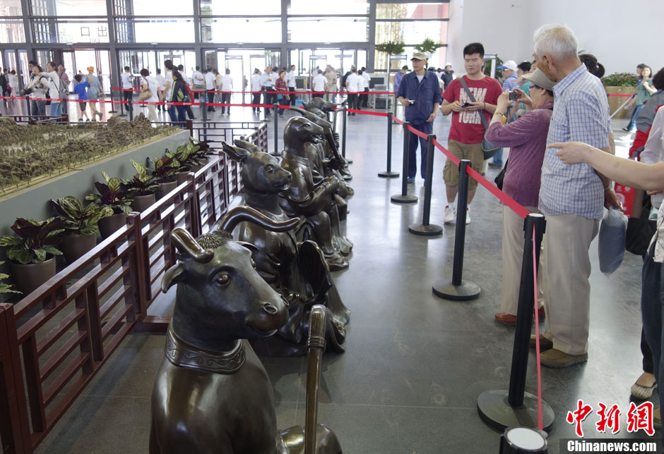 """""""十二兽首人身像""""亮相北京园博园"""