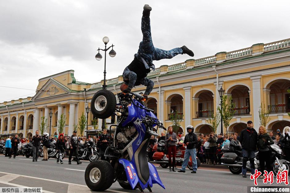 俄圣彼得堡举行建城310周年庆祝活动