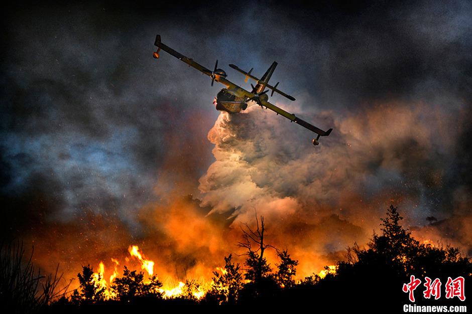 直升机灭火震撼场景 宛如置身灾难大片