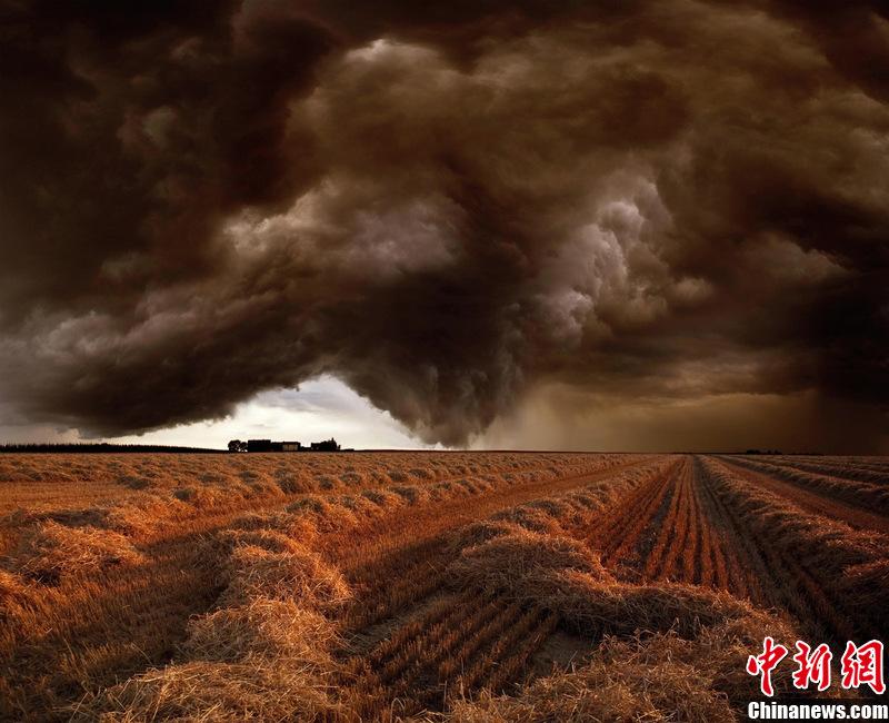 大自然的狂暴 暴风雨来临宛如末日