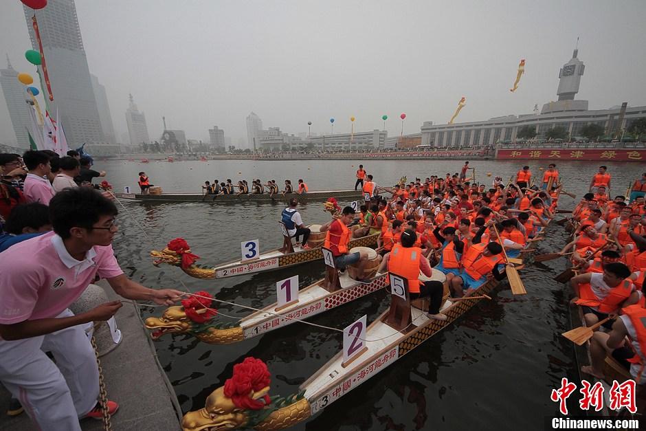天津龙舟赛开锣 百余支队伍击水竞渡