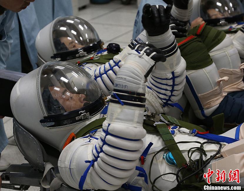神舟十号乘组航天员训练密照曝光