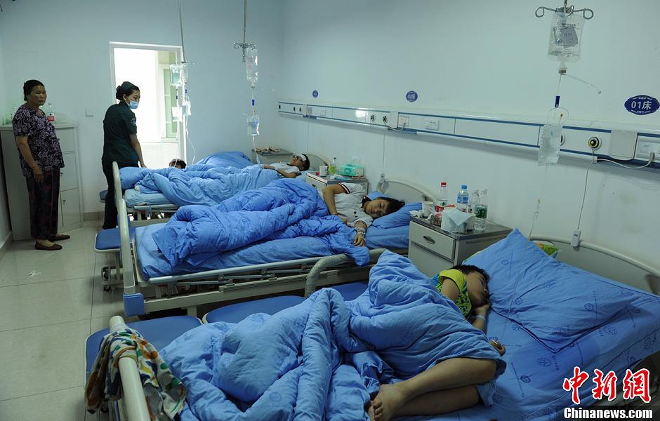 四川眉山一学校370余人出现腹泻发烧等症状 中