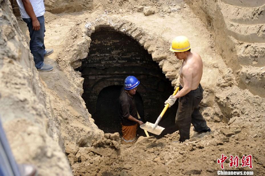山西太原闹市路段改造现不明洞穴 中新网
