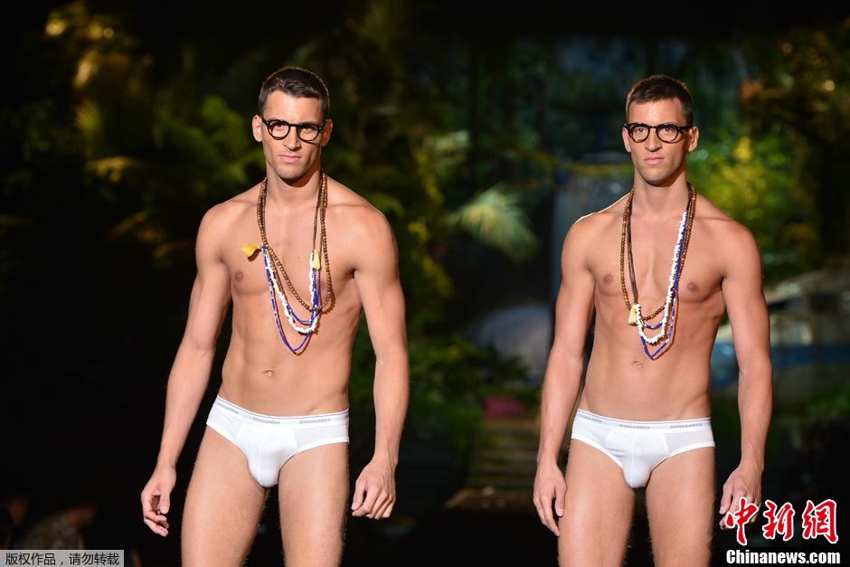 米兰男装周现双胞胎模特 内衣型男出双入对