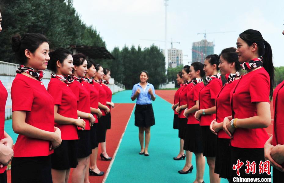全运会颁奖礼仪封闭训练 320名佳丽集体亮相