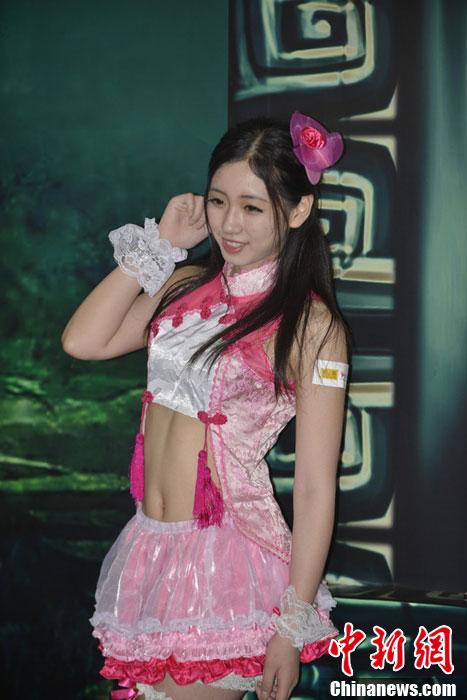 ChinaJoy上海开幕 众美模展台性感比拼HIGH爆全场