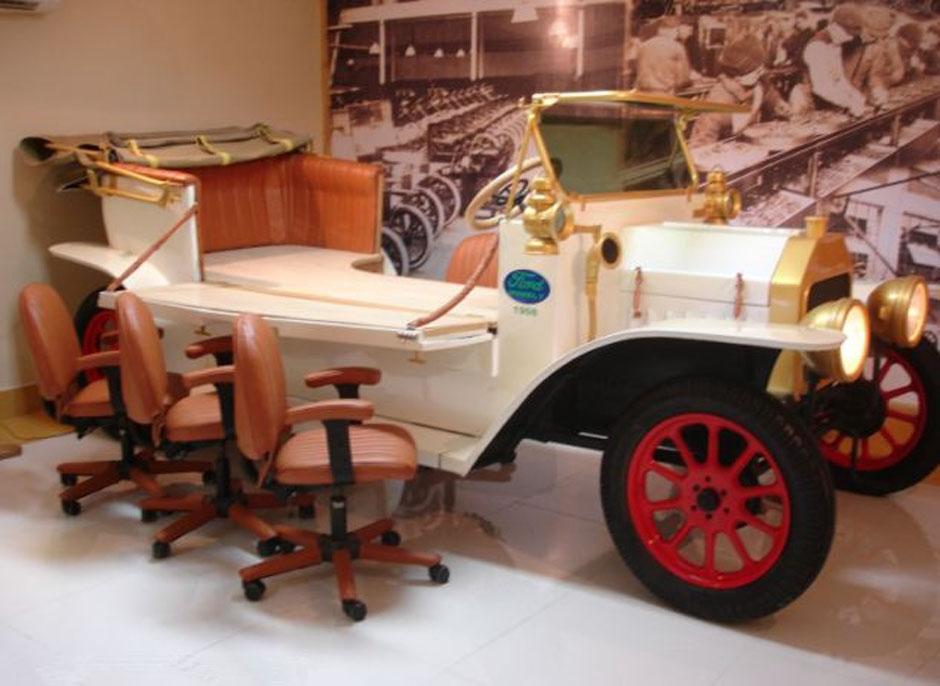 印男子30年自造700辆古怪汽车图片