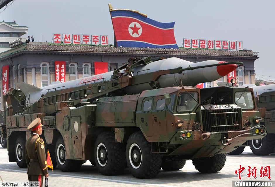 朝鲜举行盛大阅兵纪念停战60周年 导弹亮相