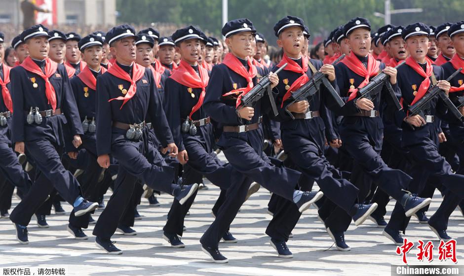 朝鲜举行盛大阅兵纪念停战60周年 学生方阵亮相