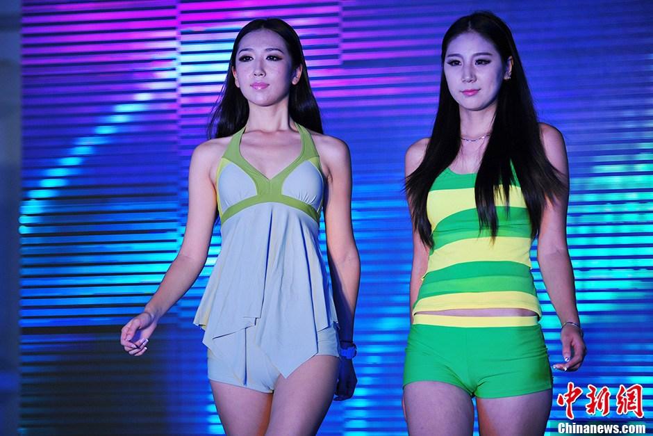 小美女模特泳装秀亮相2013中国国际泳装展 中