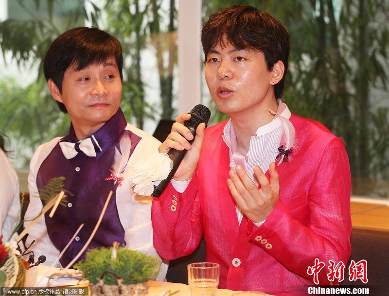 韩同性恋导演金赵光秀开婚礼说明会 大方发表爱情宣言