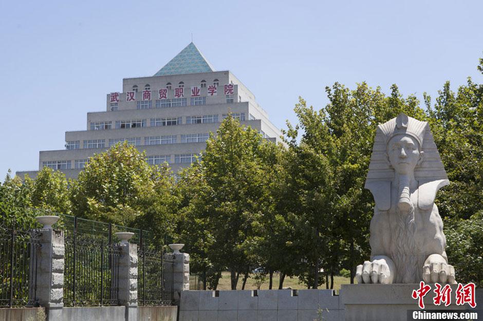 武汉一大学山寨各国著名建筑 犹如世界公园