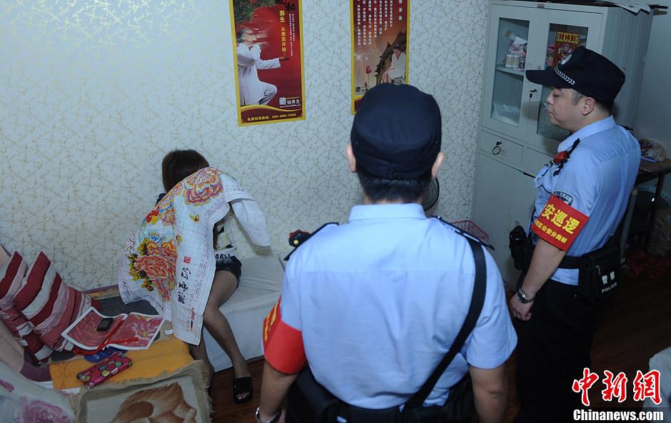 重庆警方千余人夜间扫荡保健按摩娱乐场所