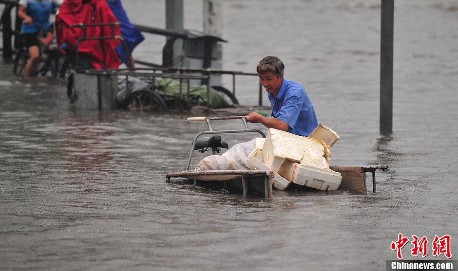沈阳下大暴雨市区街道可以看海图片