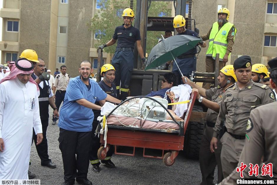 沙特610公斤男子_沙特出动起重机和飞机送1220斤男子减肥就医-中新网