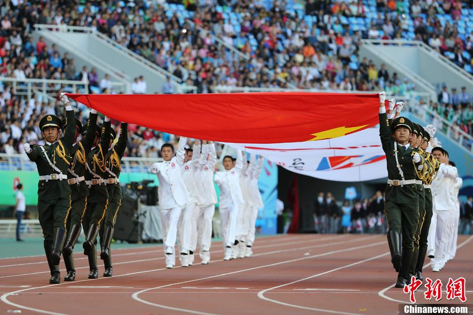 第十二届全运会开幕 国旗入场