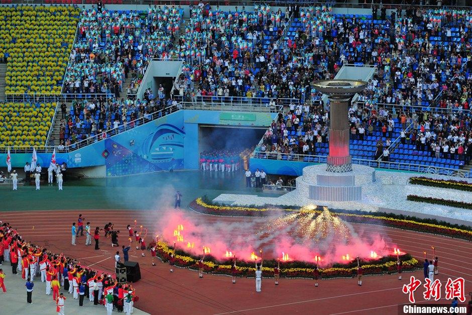 第十二届全运会开幕 十二名儿童点燃火炬