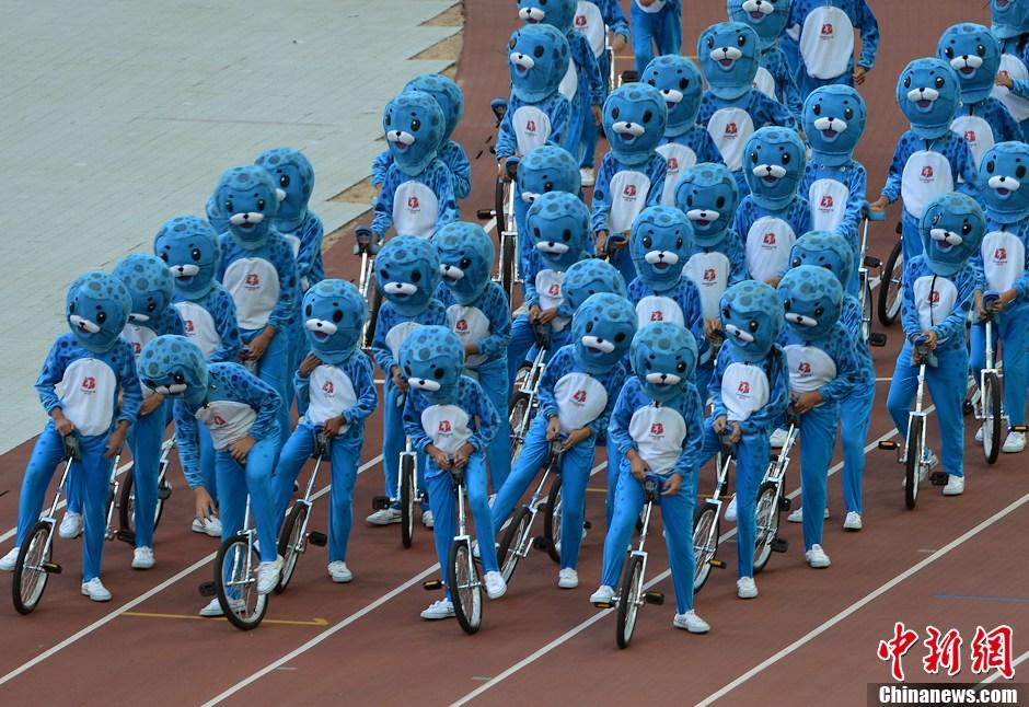 第十二届全运会开幕 吉祥物斑海豹骑独轮车出场