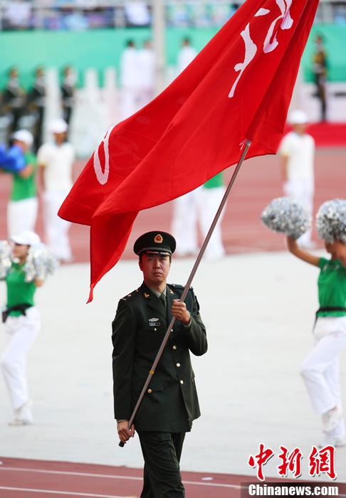 第十二届全运会开幕 王治郅担任解放军代表团旗手