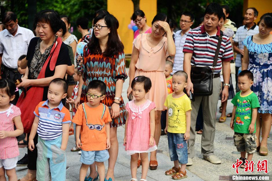 福州一幼儿园开学 家长孩子齐上阵