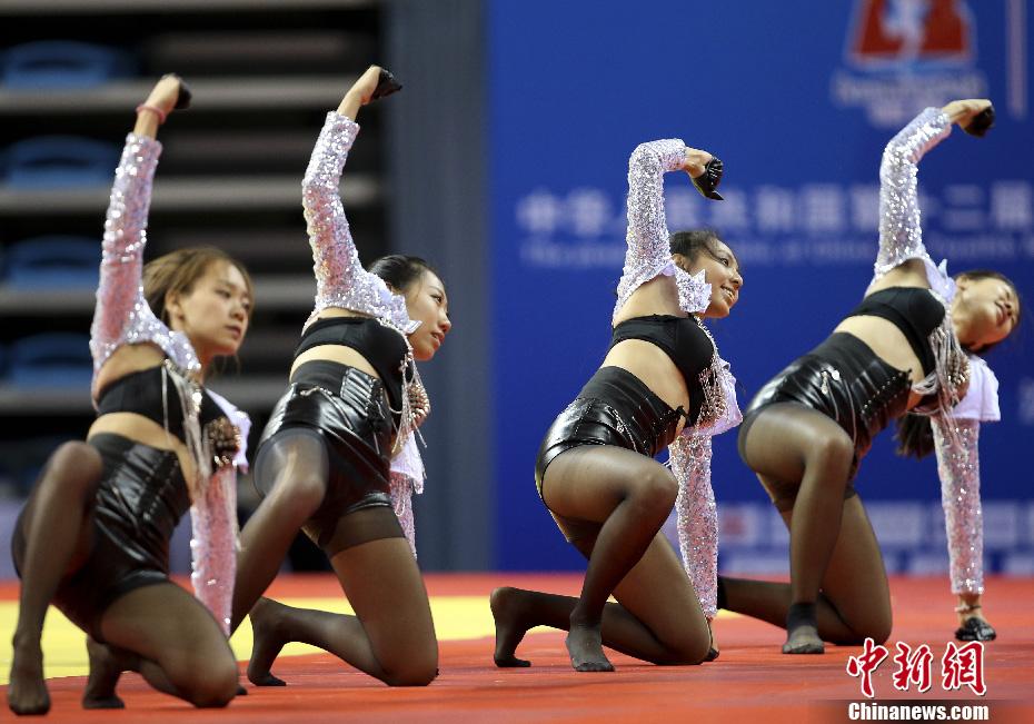 沈阳大学美女健美操队助阵第十二届全运会柔道