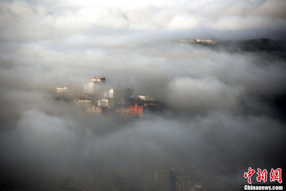 贵州草海雾海美景 城市若隐若现如梦幻境