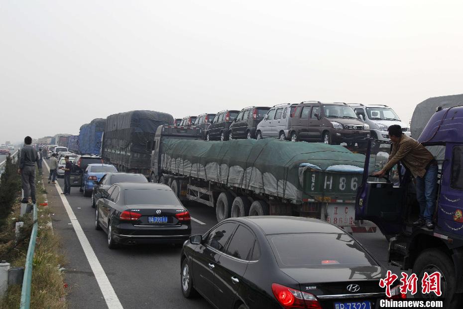 国庆放假高速免费首日  大广高速拥堵不堪