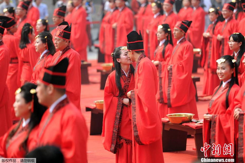 国庆黄金周新闻图片回顾——汉式婚礼