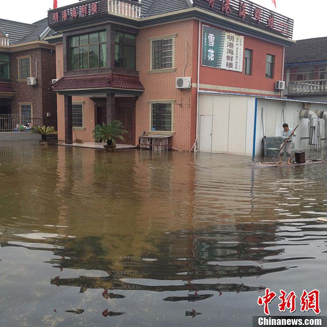 午10时,浙江宁波余姚市过程雨量499.9毫米,全市79个监测点中有