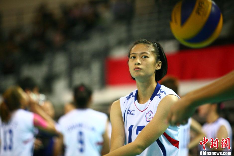 10月10日晚,第六届东亚运动会女子排球比赛在南开大学进行高清图片