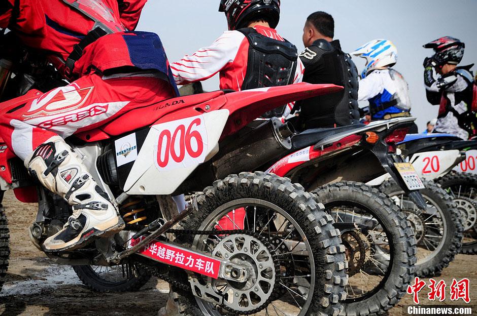 新疆吐鲁番环艾丁湖摩托车拉力赛开幕