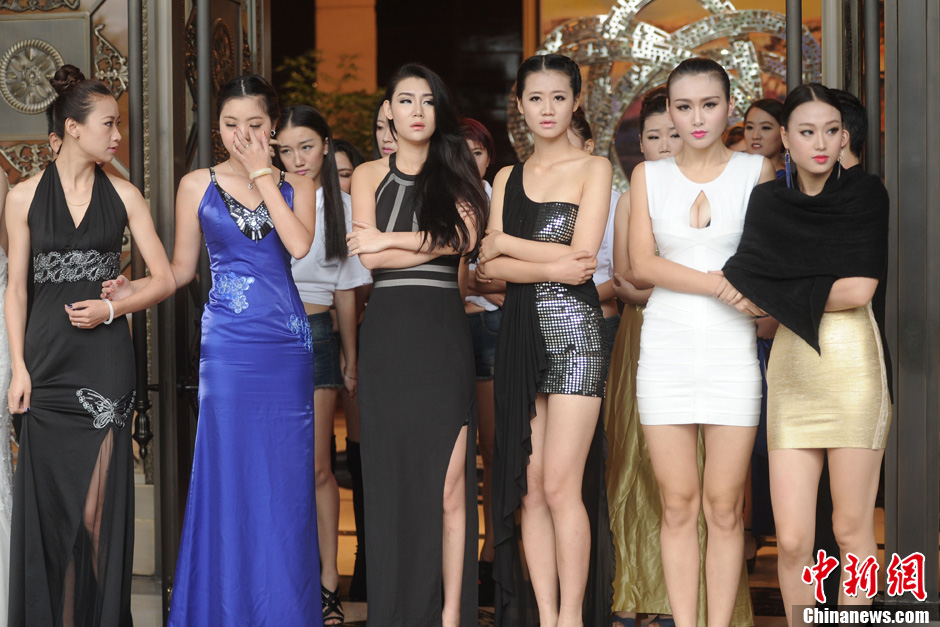 亚洲车模大赛决赛美女选手亮相火辣身材抢镜