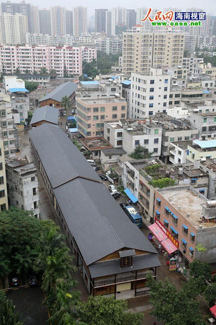 """海口市""""城市管理年""""正如火如荼地开展打击违法建筑工作,高清图片"""