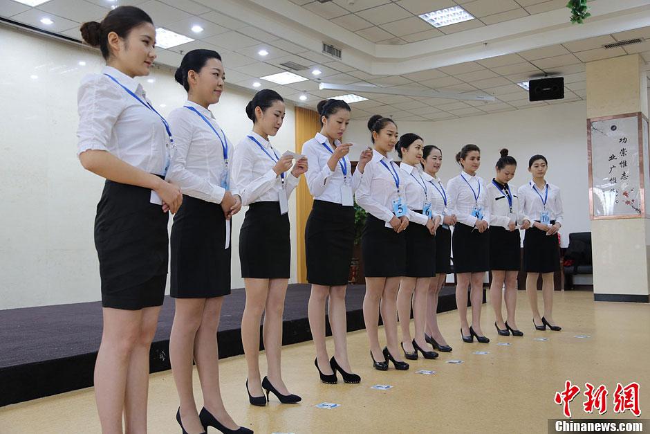 南航新疆招空乘 入围者比英语、拼内涵
