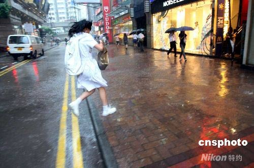 图:香港天文台发出黄色暴雨警告