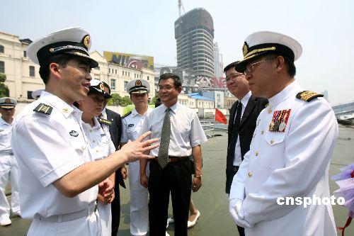 图:马来西亚海军巡逻舰访问上海