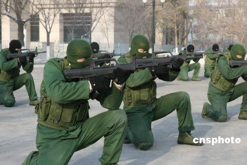 武警边防部队乌鲁木齐指挥学校学员强化反恐战术技能