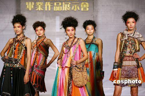 广西艺术学院服装设计专业学生举行毕业展(2)