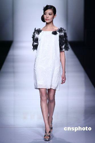 图:台湾服装设计师专场作品亮相上海时装周(4)