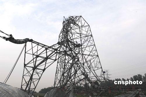 江输电塔倒伏受损