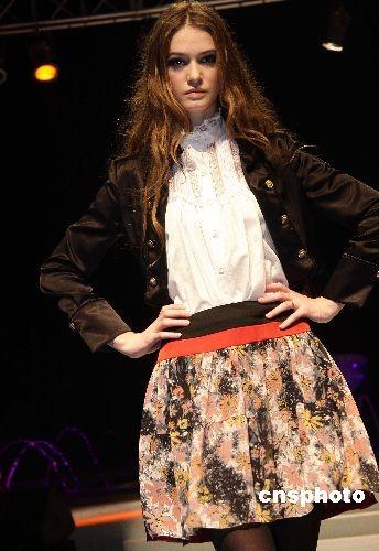 日本服装设计师新品发布会在北京举行(3)