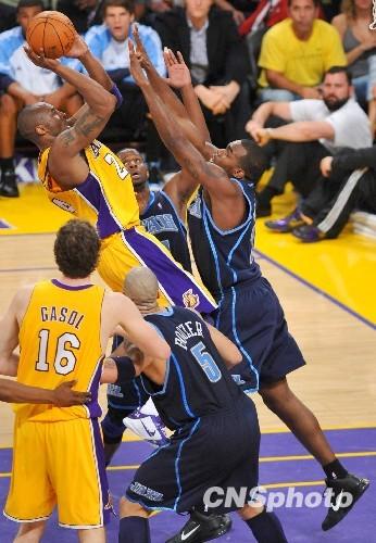 组图:NBA西部半决赛湖人再胜爵士