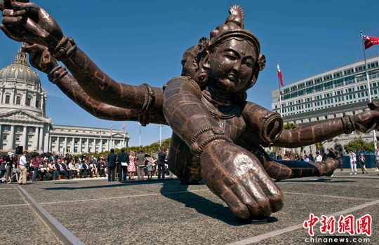 中国巨佛雕塑 三头六臂 落户美国旧金山