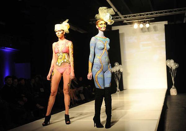 图片频道-美国大胆时装秀上演另类人体艺术