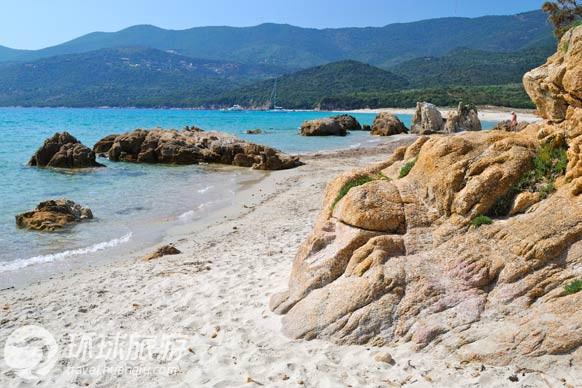 天体浴场风流图_欧洲十大最美天体沙滩浴场租图2
