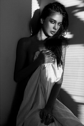 """图片频道-女摄影师模特写真 黑白肖像演绎""""逃脱光影"""""""